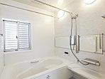 いつも快適に使う工夫がいっぱいの浴室(浴室暖房乾燥機付き)。