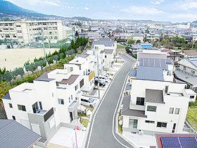 比叡山を望む自然豊かな立地ながら、快適なアクセスで都心部へ