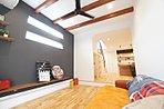 特徴的なアーチ型の垂れ壁でお洒落に仕上げたダイニングスタジオ