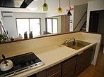【モデルハウス】一続きになったLDKはくつろぎの広々スペース。キッチンから和室まで見渡せるので安心です。