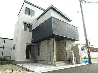 大阪市内に新築戸建2階建、全41区画のビッグプロジェクト、始動。梅田へも難波へもアクセス至便なこの立地に、新モデルハウスが堂々完成!ぜひご見学くださいませ。