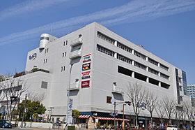 阪急川西・アステ川西・市立図書館が入っている商業複合施設