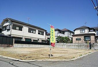 現地写真:前面道路5.7mと広く、角地もございます。閑静な住宅地です。