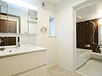 施工例写真:浴室乾燥機付で心地よいバスタイムを実現。ヒートショックからお子様やお年寄りを守る暖房付き