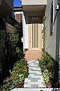 玄関アプローチ、植栽も保証に含まれます。