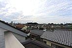 ルーフバルコニーからの眺めです。開放感ございます。是非現地にてご覧ください。