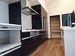 当社施工例:キッチンには主婦のかたには嬉しい収納スペースがたくさんです!!