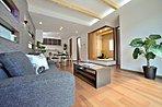 小上がりの和室は家族団欒のスペースに最適。急なお客さまにも重宝します(施工例)