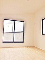 【2号棟・居室】全居室二面採光、明るい居住空間。