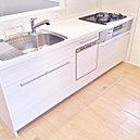 キッチンには、食洗機、浄水器一体型水栓、床下収納庫等、便利な設備が充実!!