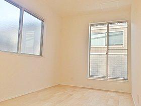 居室は全て二面採光、収納付きです。勾配天井の居室有り。