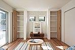 【9号棟】ワイドタイプの掃き出し窓にハイオープンキッチンを採用した開放的なLDK。