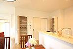 キッチンとパントリーとダイニングにも収納があり、スッキリ収まります。