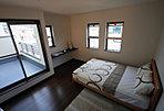 ■寝室イメージ約8帖。寝室はシングルベッドを2つ置いてもゆとりある広さ。CLも2つ設けているので、収納力も抜群。また寝室に面するバルコニーは約4.5帖あるので、お布団のを干すのもラクラクに。