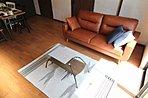 リビングはコントラストを与えた色調で大人感覚の空間を演出。(62号地)