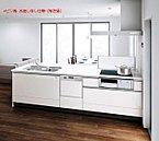 食洗器内臓のカウンターキッチン。収納はすべて引き出し式で、屈まずにアイテムを見渡せるママ想いの仕様に仕上げました。