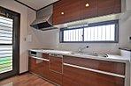 キッチンは3.7畳でIHクッキングヒーター付きの食器洗乾燥機付のため、奥様に安心してお使いになれます。