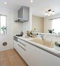 キッチン(モデルハウス(スカイアベニュー52号棟)を2015年7月に撮影)