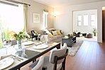リビングダイニング (34号棟モデルハウス 2016年2月撮影) ※オプション家具・調度品は販売価格には含まれません。