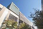 京王高幡ショッピングセンター 現地より徒歩13分(約1,030m) 42の専門店からなる駅中ショッピングセンター。グルメ、ファッション、書店もそろい、日々の生活に便利