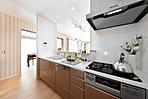 キッチン 食器洗い乾燥機を標準装備(7号棟、2016年4月撮影)※家具・調度品は販売価格に含まれません。