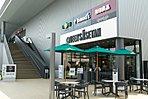 クイーンズ伊勢丹仙川店   徒歩13分[約1,030m]  生鮮食品の対面販売はもちろん、温惣菜の充実など、日本一の「豊かな食のプレゼンター」を目指しています