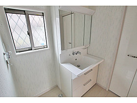 洗面化粧台(鏡裏収納付三面鏡タイプ)