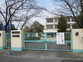 久野喜台小学校まで、徒歩約9分(720m)