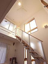上に空間を広げ、居室を上手に配置し、明るさ広さを実現します。