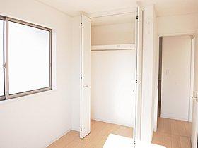全居室クローゼット完備。空間を有効に広々と暮らせます。