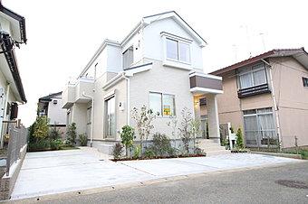 東急田園都市線「たまプラーザ」駅バス6分「くすのき公園」停歩11分♪閑静な住宅街に立地する、限定1棟です。敷地162m2、ゆとりの住空間にカースペース2台分を確保しました!