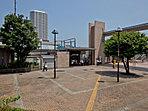 JR横須賀線「東戸塚」はマンションを中心に計画的に作られてきた、きれいに整備された街です。駅前に商業施設が並び、子どもの姿も多くみられます。暮らしやすい住環境が魅力です!【飯田ホームトレードセンター】