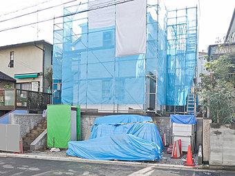 横浜市営地下鉄グリーンライン「日吉本町」駅 徒歩9分、「高田」駅 徒歩12分!2駅利用可能ですのでアクセス便利♪敷地面積47坪、ゆとりの住空間にカースペース2台分確保!