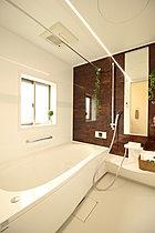 浴室には雨の日のお洗濯に嬉しい浴室乾燥機を標準装備!