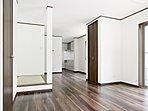 2ドア1ルームの洋室。ライフスタイルの変化に合わせて間仕切り可能(当社施工例写真)。