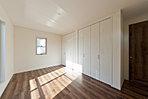 4号棟 2階洋室 全居室収納スペース付き