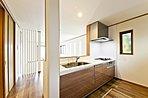キッチンのシンクはお手入れがラクで、静音性の高い美サイレントシンクを採用 (イメージ写真)