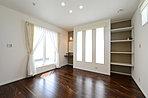 書斎やパントリーのあるゆとり空間の広がる邸宅。サッシには【Low-Eトリプルガラス】を採用