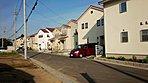 第2期分譲済の街並。「白い家」が目立ち、明るい街並み。