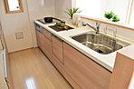 キッチン(NO.6)  フルフラットの対面式キッチン