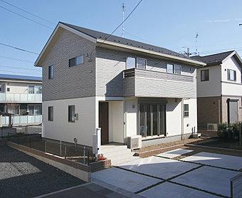 急な雨に強い、インナーバルコニーのある家。(No.12)