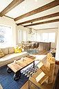 キッチン周りには窓を多く設け採光を確保し、明るいキッチンに。