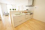 キッチンはもちろん食器洗い乾燥機など最新の設備を採用。
