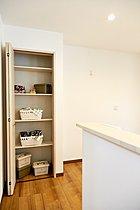 キッチン脇のパントリーも食品の備蓄には重宝します!