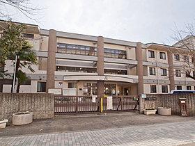 桜木中学校・・・徒歩4分(320m)