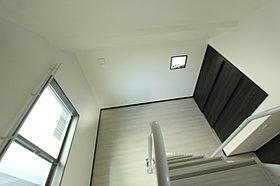 上部にロフトがあることで広がりと解放感のあるお部屋に。