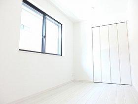 陽当たり良好二枚扉のクローゼット付きの約5帖の居室