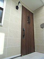 光と音で施解錠を知らせてくれる玄関ドア