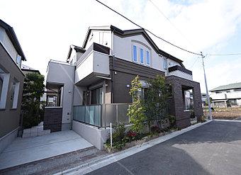 角住戸ならではの堂々たる外観デザイン。