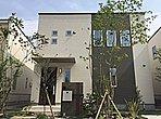 19号地:キッチンパントリーとウォークインクローゼット。広々リビングが心地良いワイドバルコニーのある開放的な住まい。